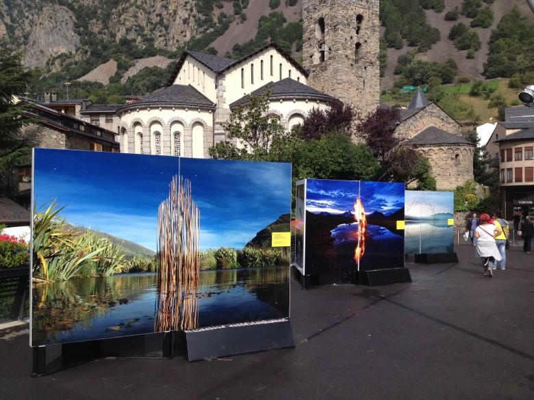 Exposició de fotografies de Martin Hill, a la Rambla Molines d'Andorra la Vella